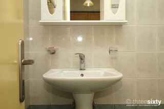 accommodation milos studios bathroom