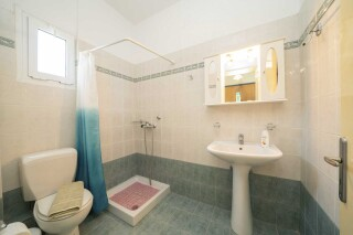 accommodation milos studios bathroom amenities
