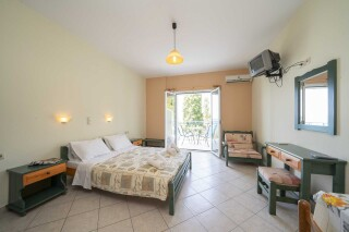 accommodation milos studios garden view bedroom