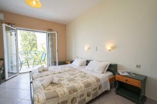 accommodation milos studios twin beds